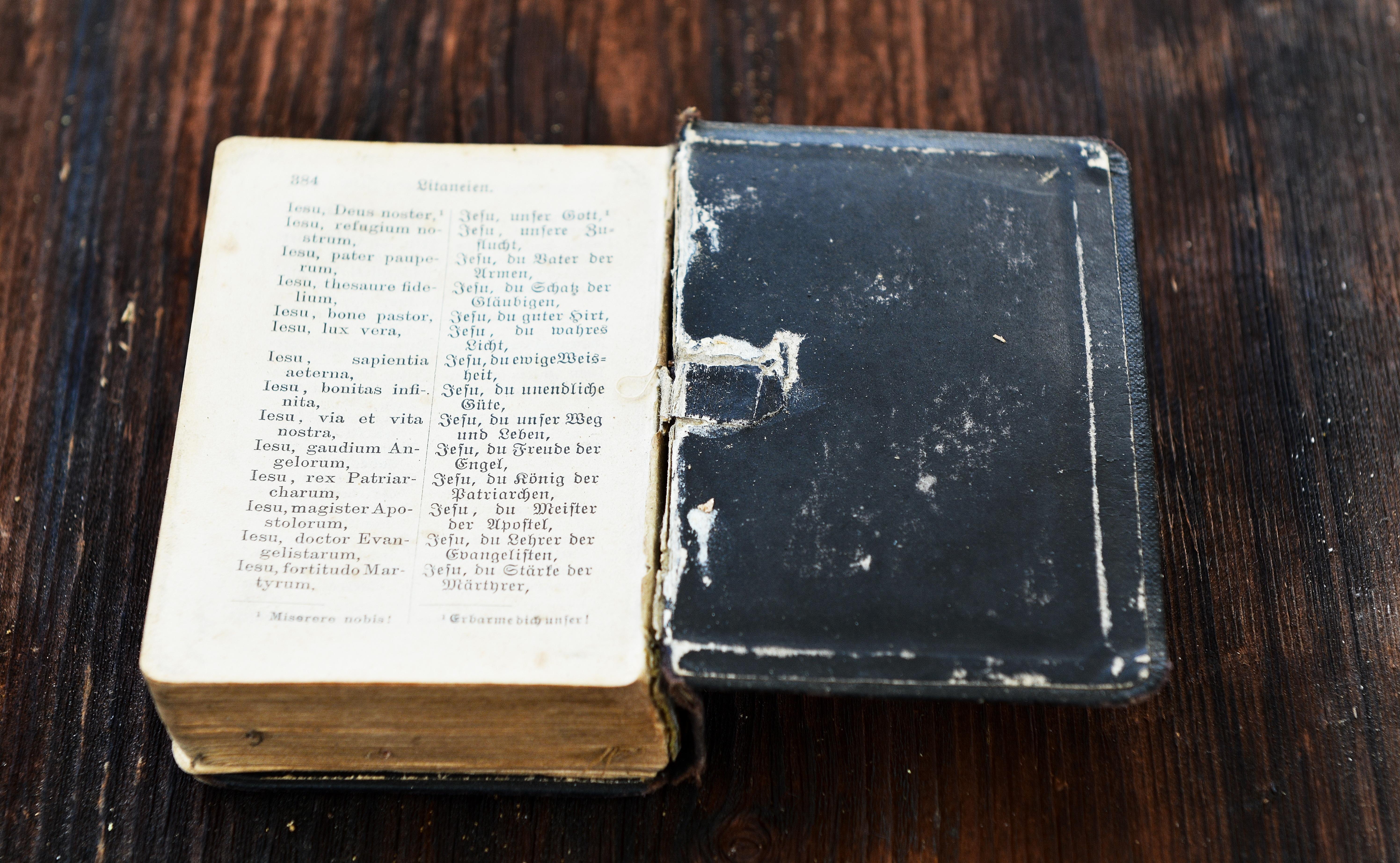 Kostenlose foto : Schreiben, Buch, Holz, Antiquität, alt, schließen ...