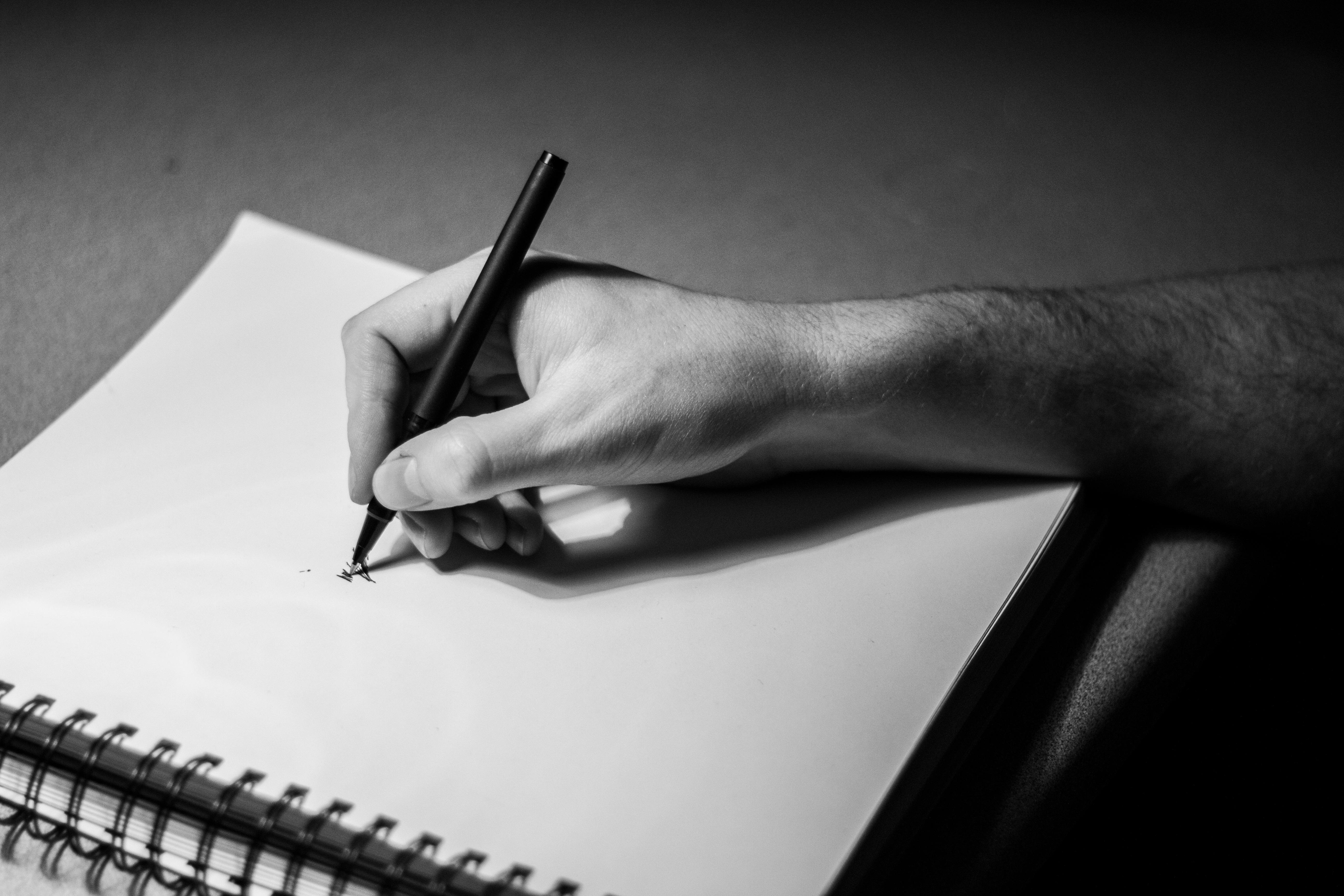 Картинка пишущего мужчины
