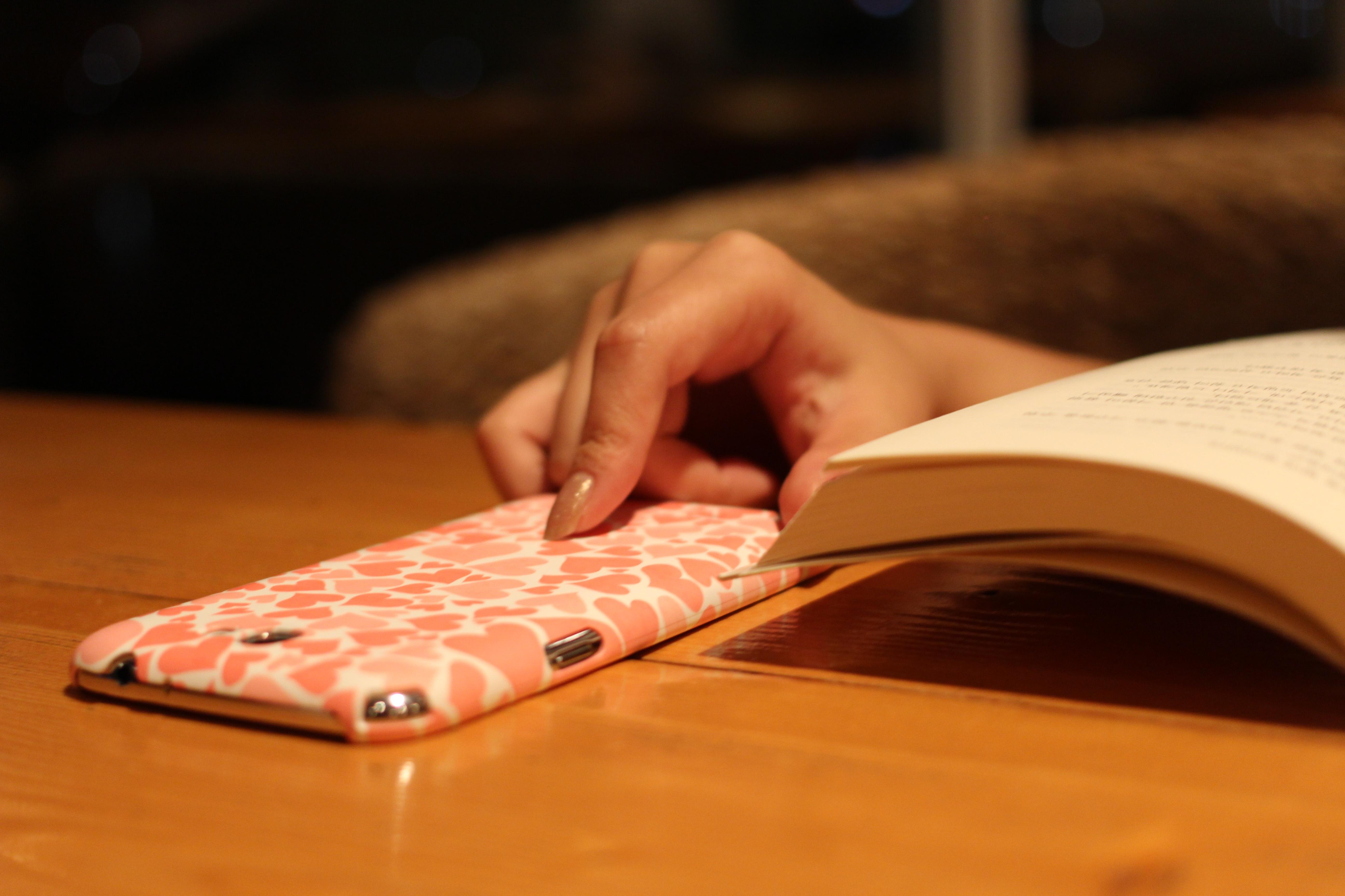 Fotos Gratis Escritura Mano Libro Leyendo Pierna Dedo  # Muebles Piel Humana