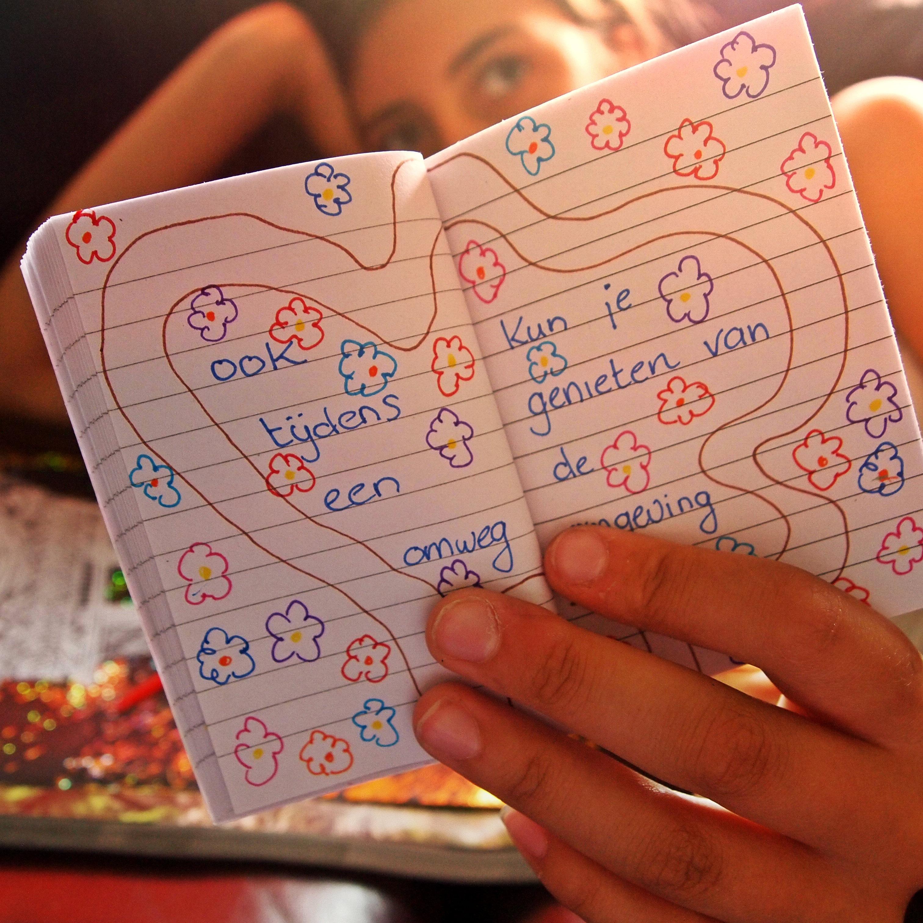 Gambar Penulisan Gadis Musim Panas Buku Harian Cinta Jari