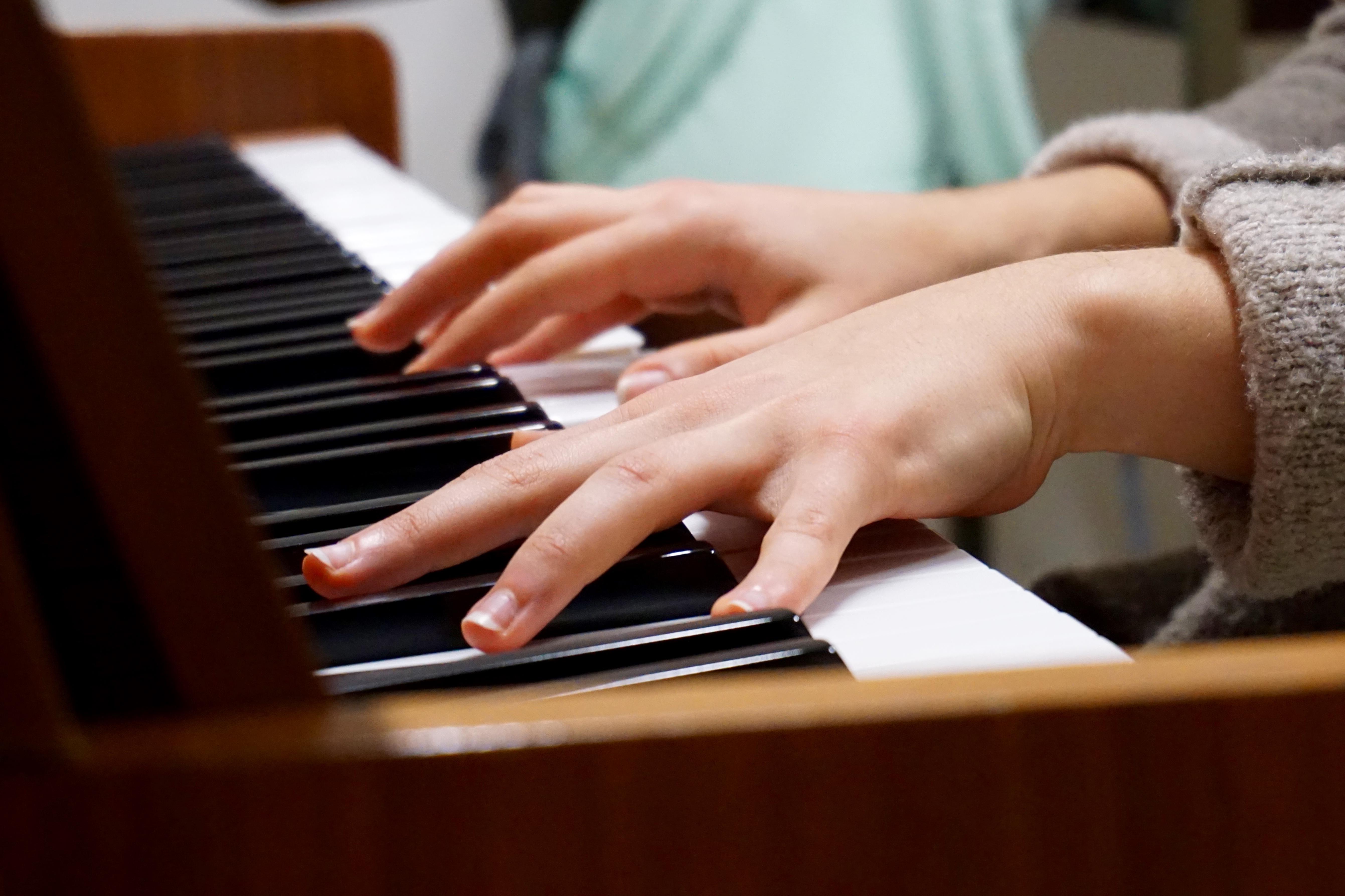 пальцы на фортепиано картинки дворик увидела