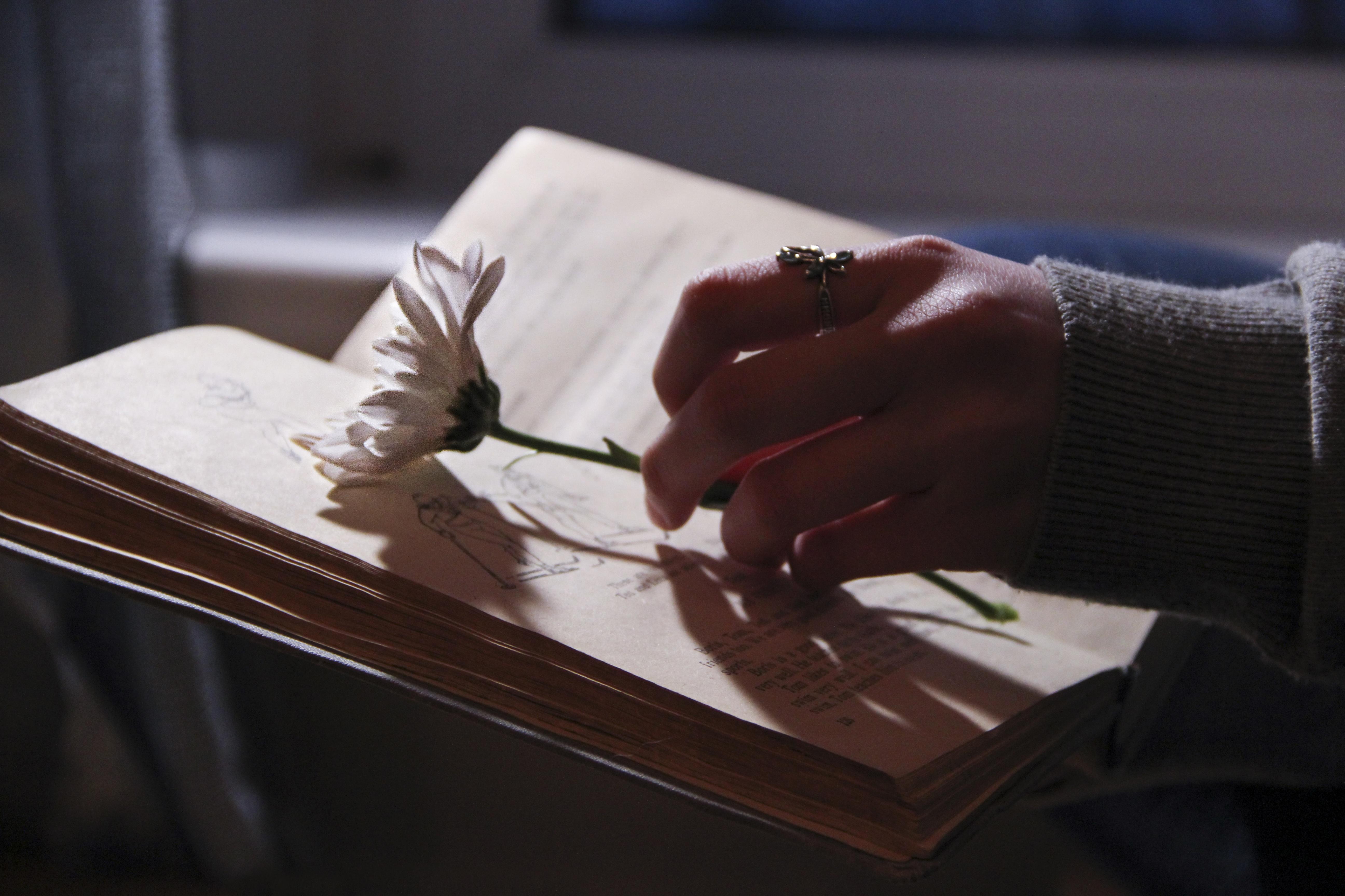 письмо в руках картинки этом видео