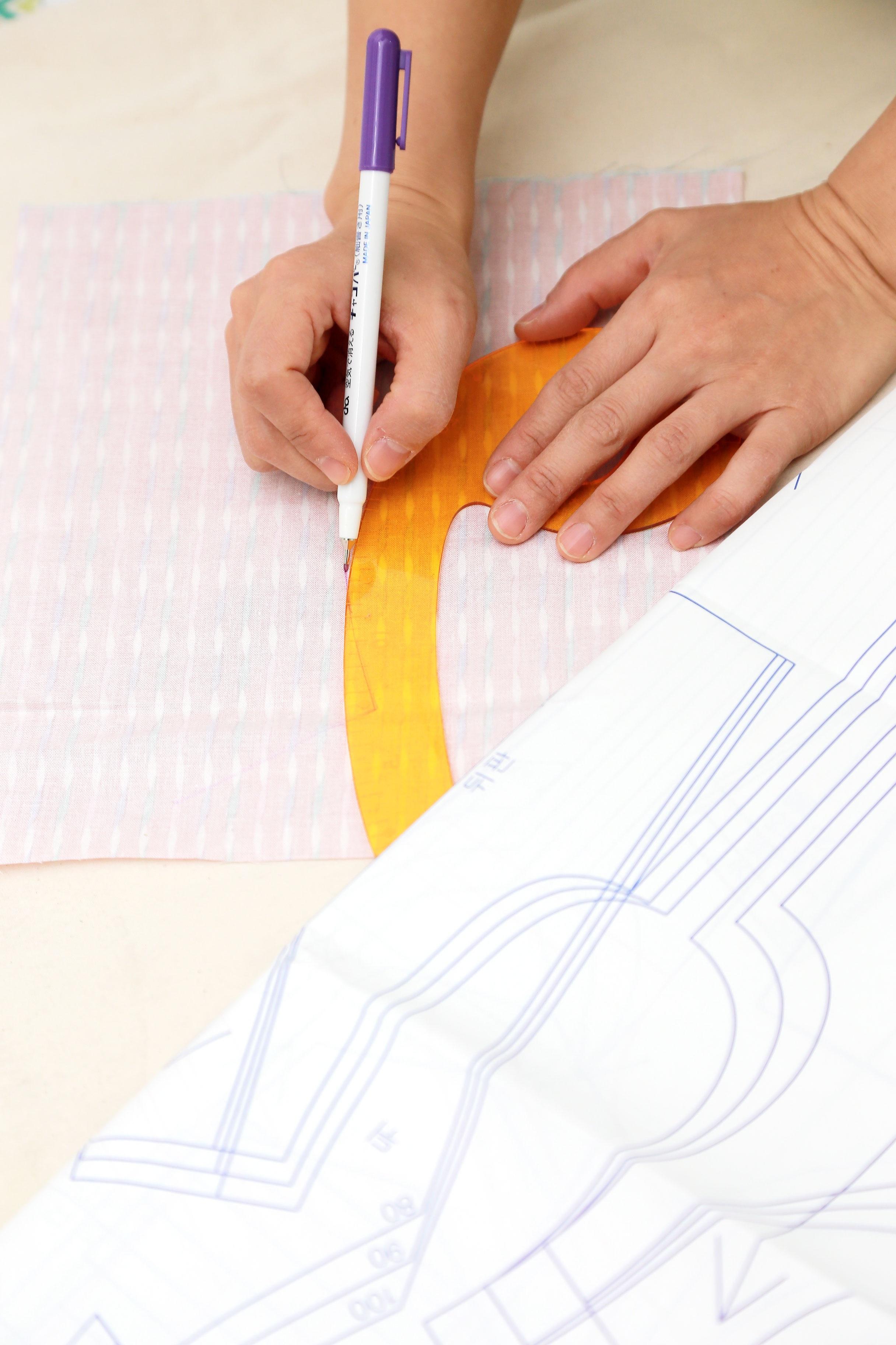 Fotos gratis : escritura, patrón, dedo, brazo, de coser, máquina de ...