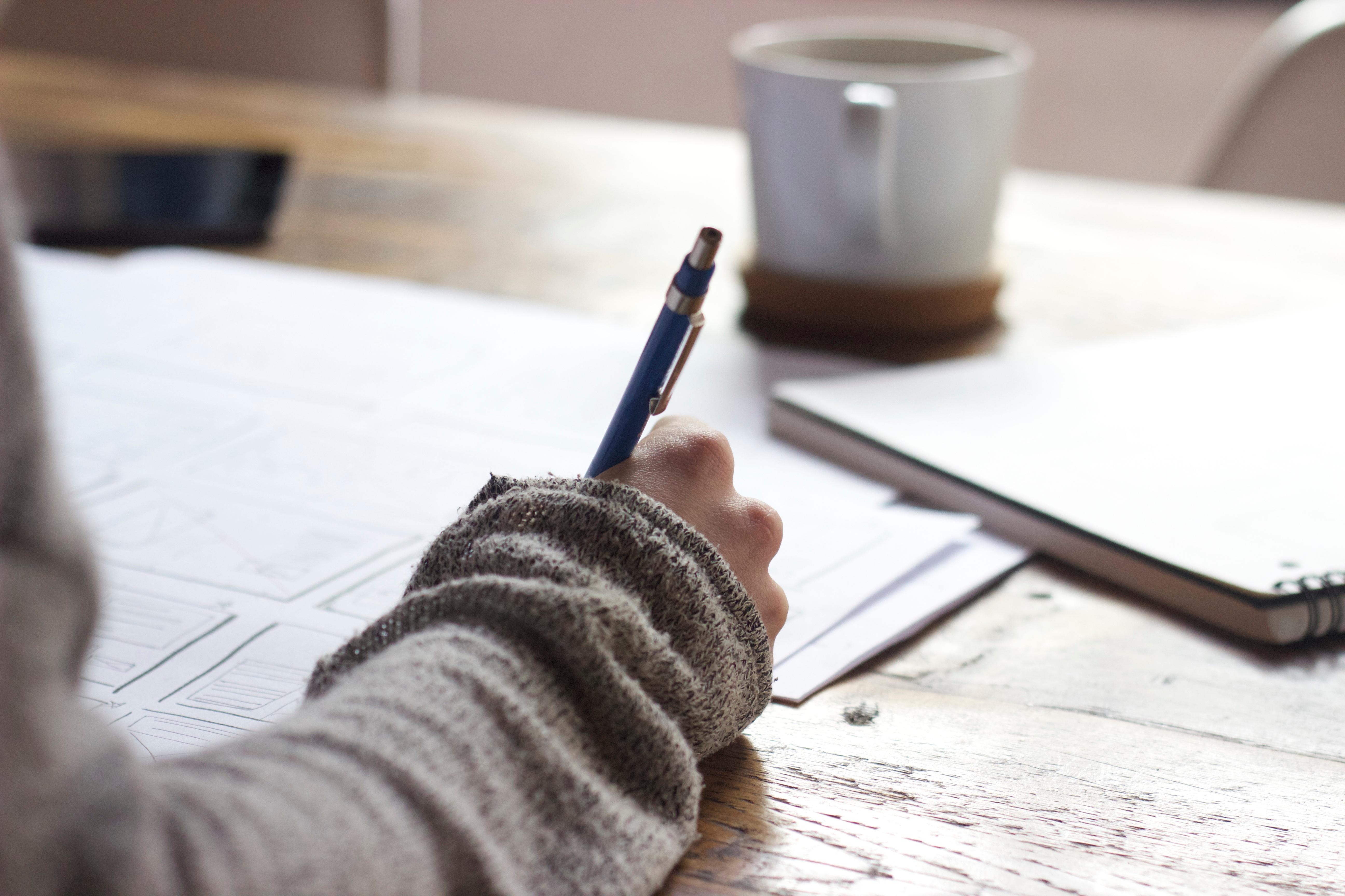 картинки человек пишет ручкой одна сфера жизни