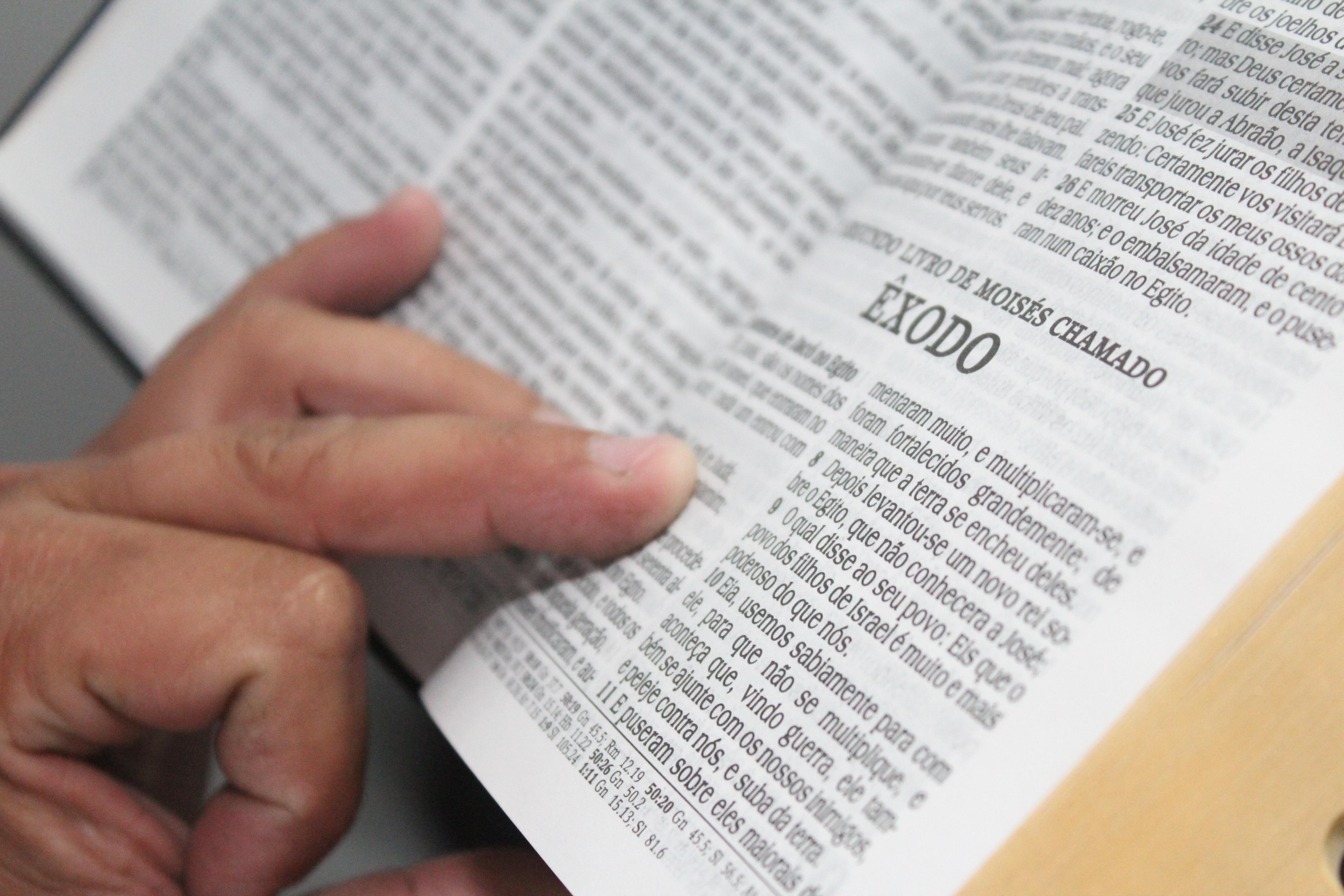 Images gratuites l39ecriture main en train de lire for Images gratuites documents