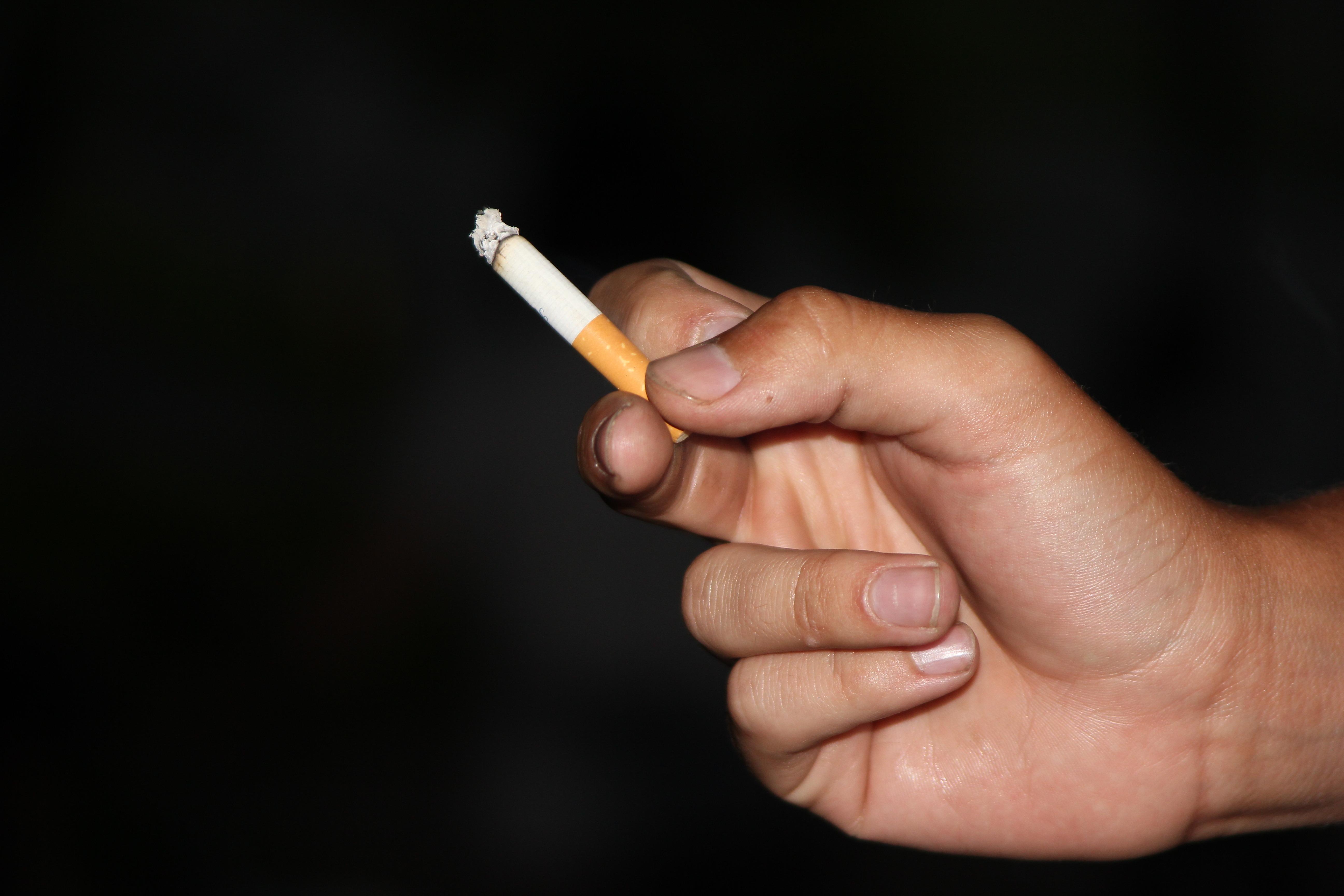 de fumar mano
