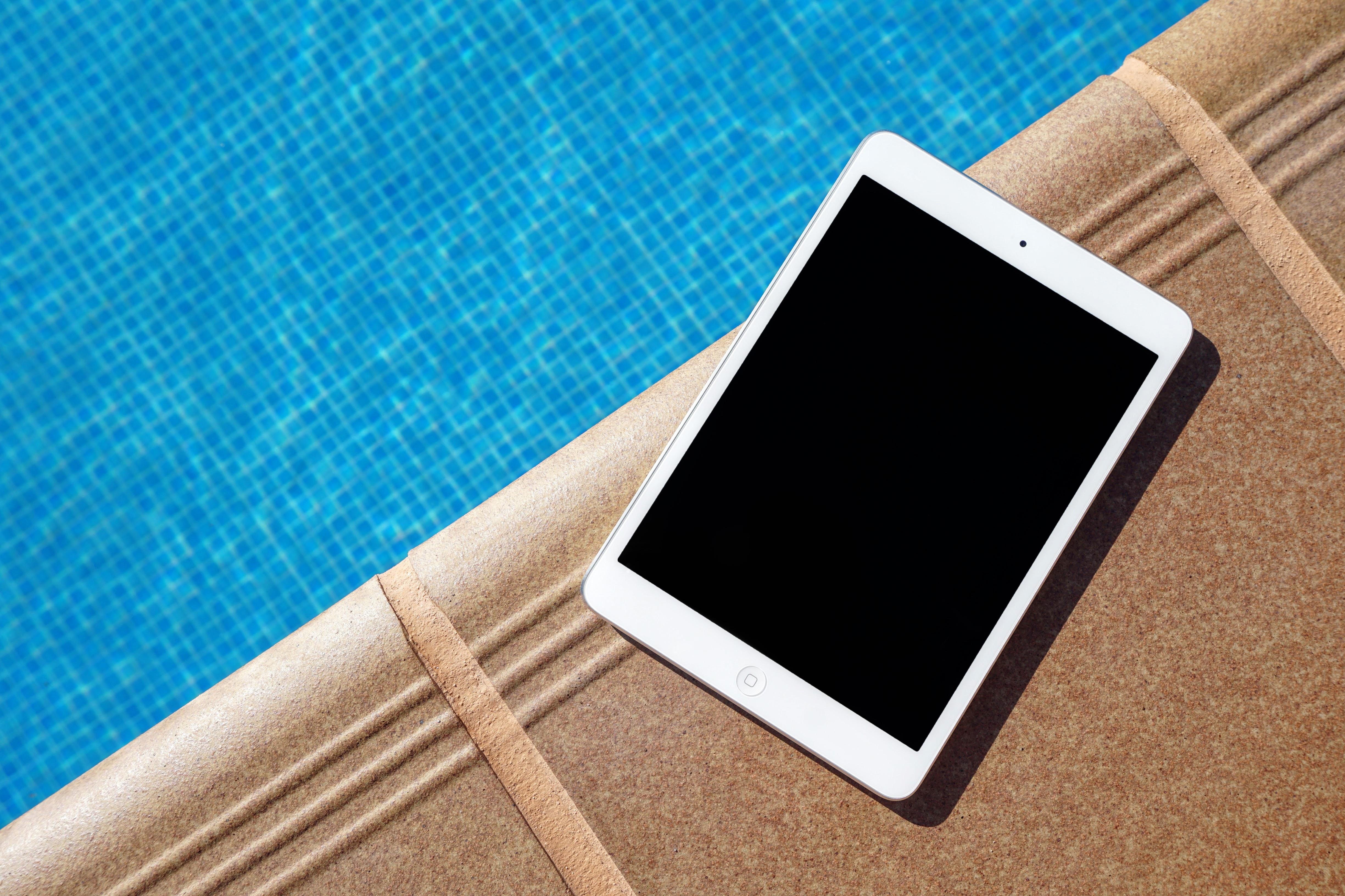 Gambar Penulisan Tangan Air Ipad Teknologi Tablet Kolam