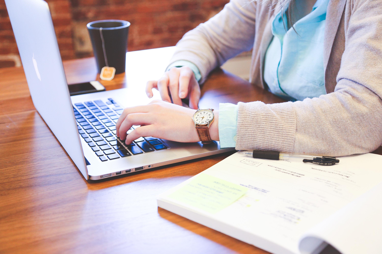 penulisan tangan kerja Book orang wanita merek macbook pro Desain belajar pen ahuan dokumen pekerjaan