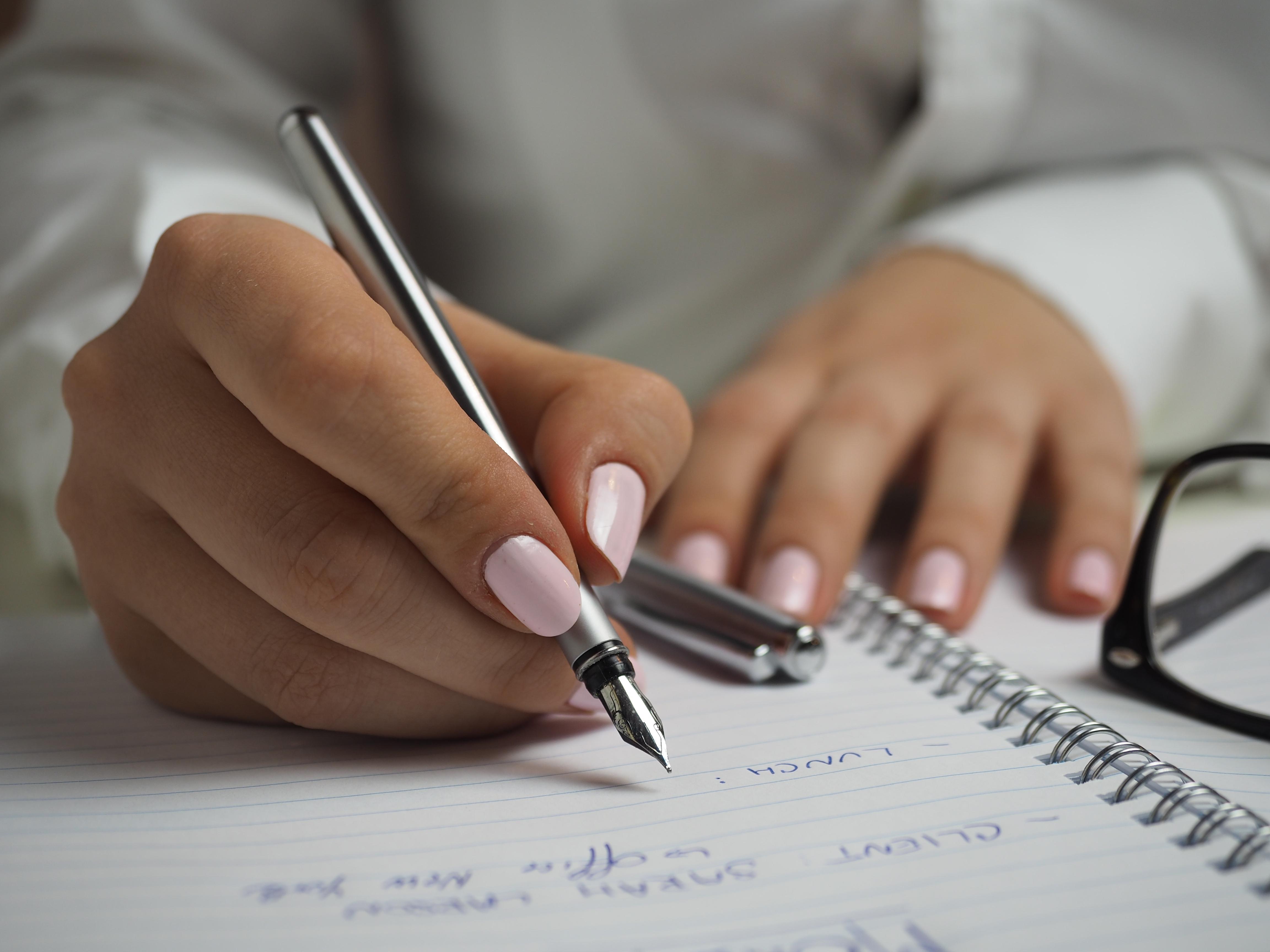 картинки человек пишет ручкой дороги