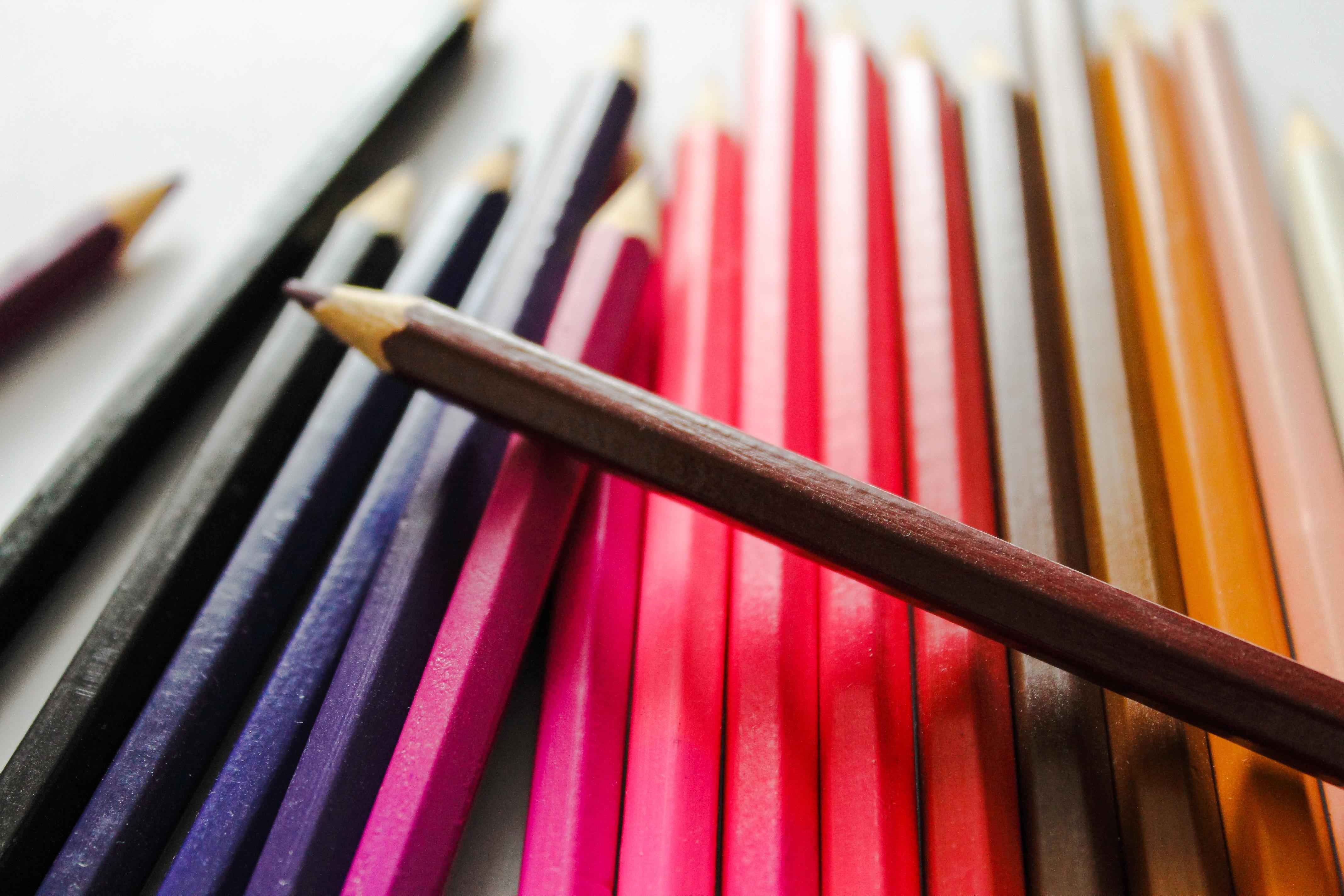 Fotos gratis : escritura, lápiz, blanco, línea, rojo, marrón, azul ...