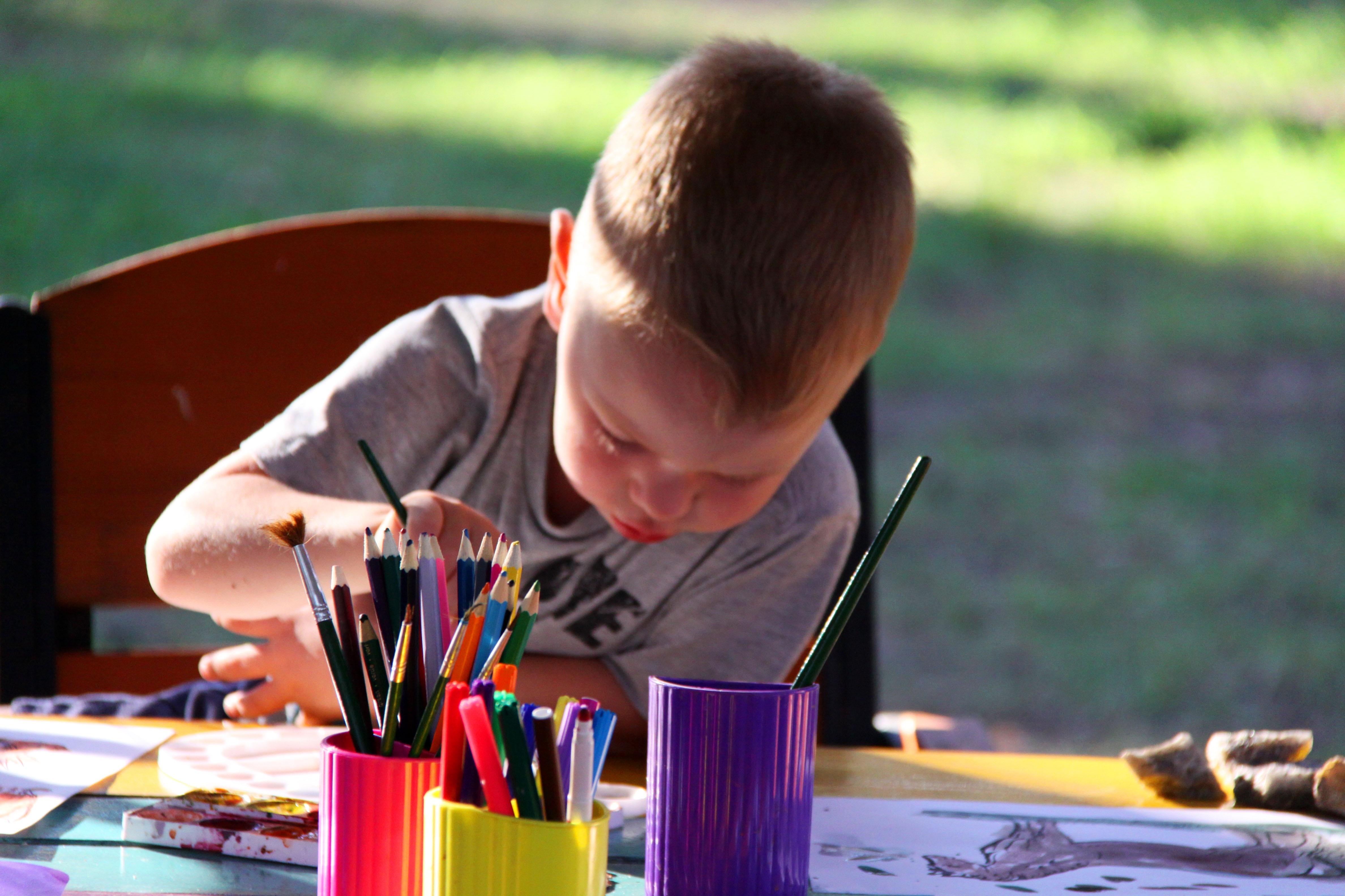 Fotos gratis : escritura, jugar, niño, pintar, Niños, figura ...