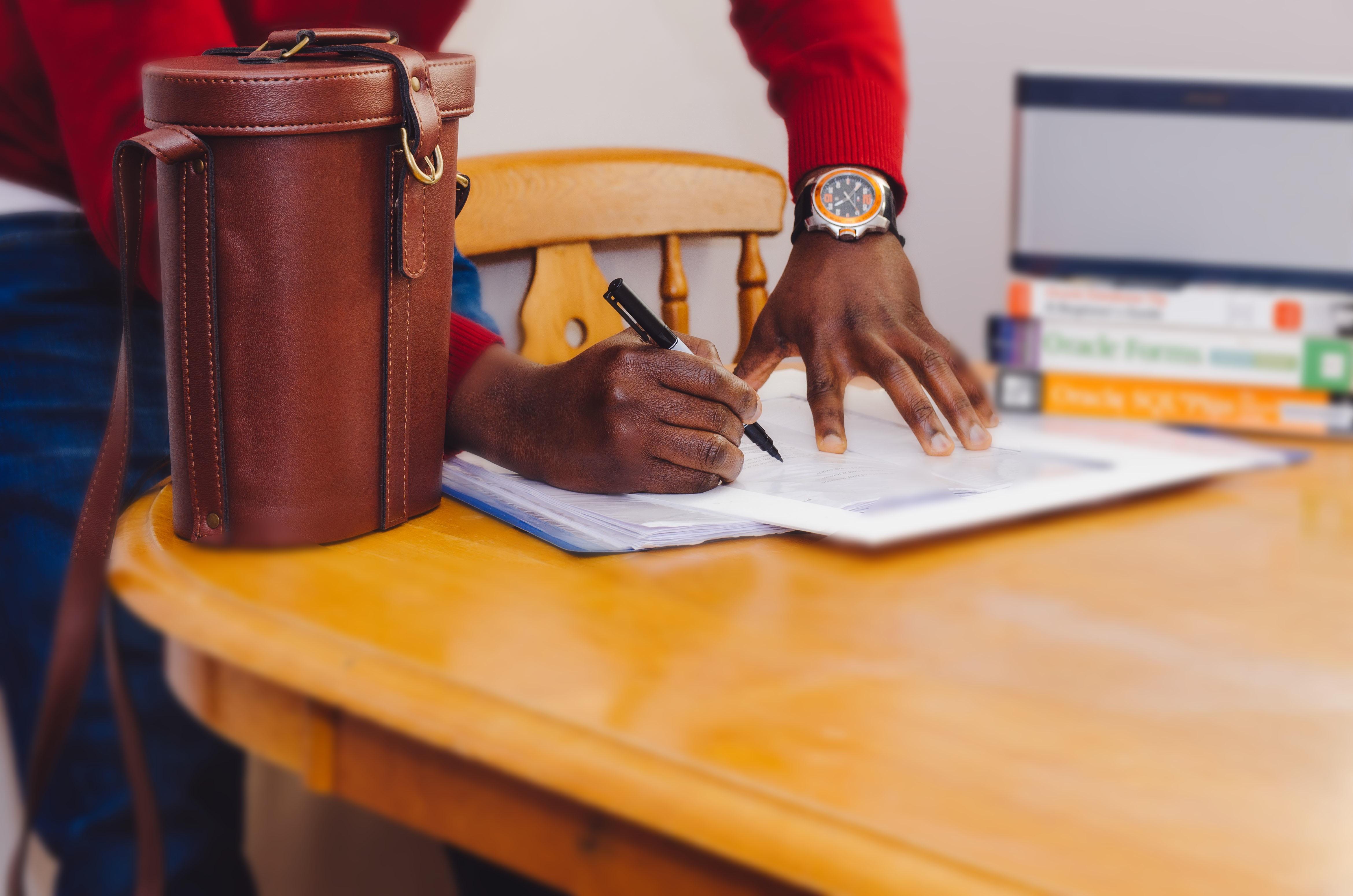 Kostenlose foto : Schreiben, Uhr, Tabelle, Holz, spielen, Stehen ...
