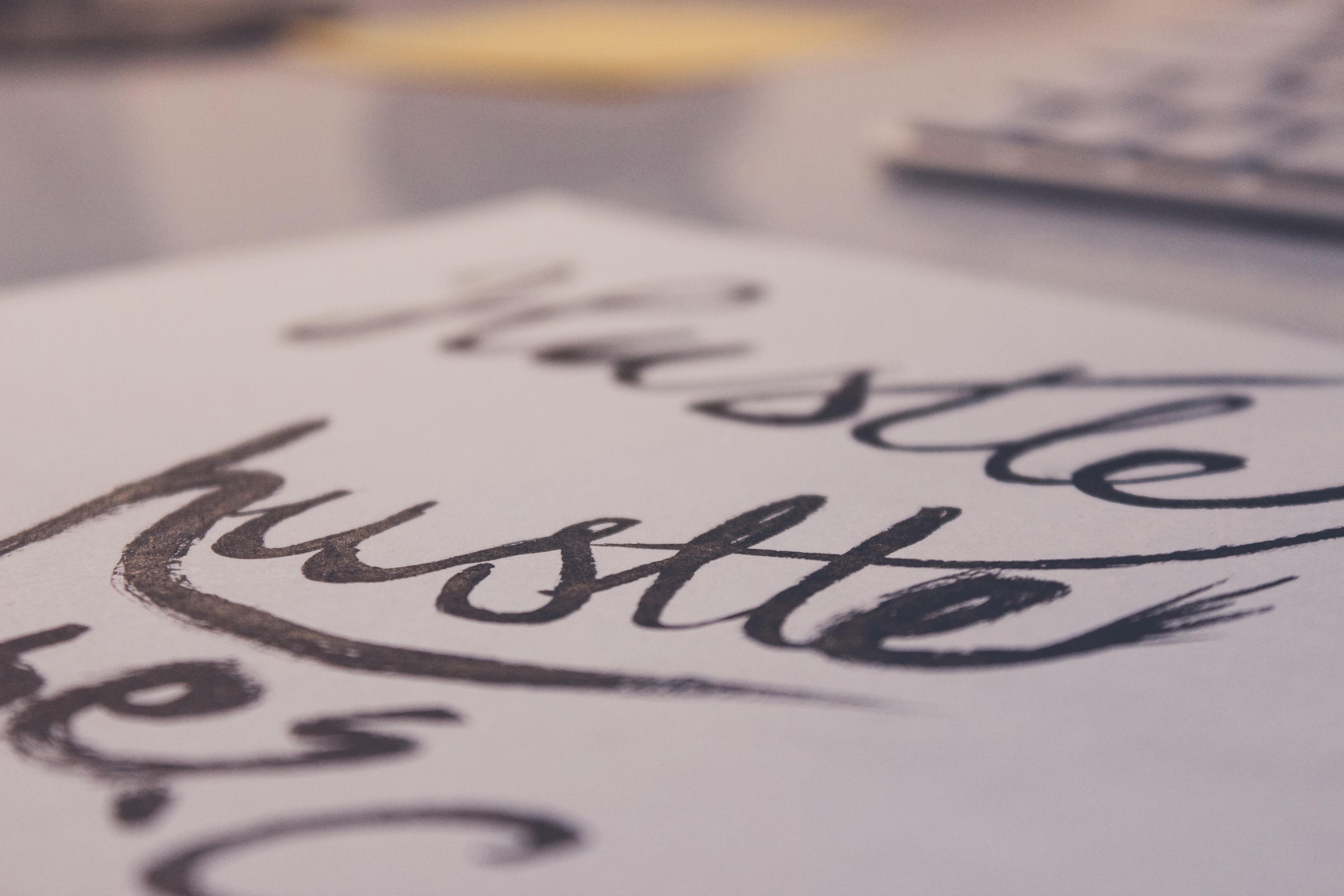 Gambar Penulisan Putih Jumlah Pena Merek Fon Seni Sketsa