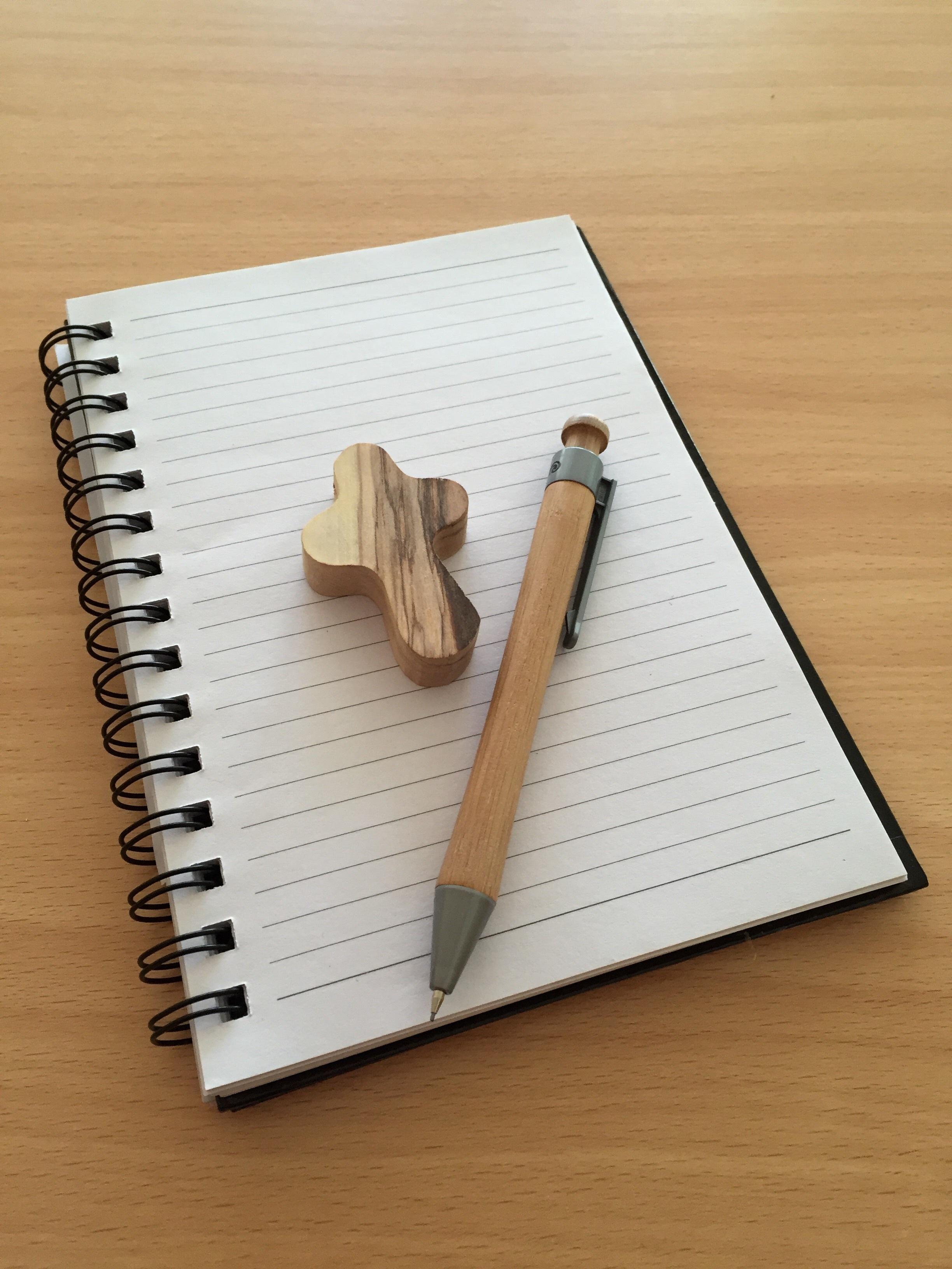 Kostenlose foto : Schreiben, Flügel, Holz, Stift, Büro, Kirche ...
