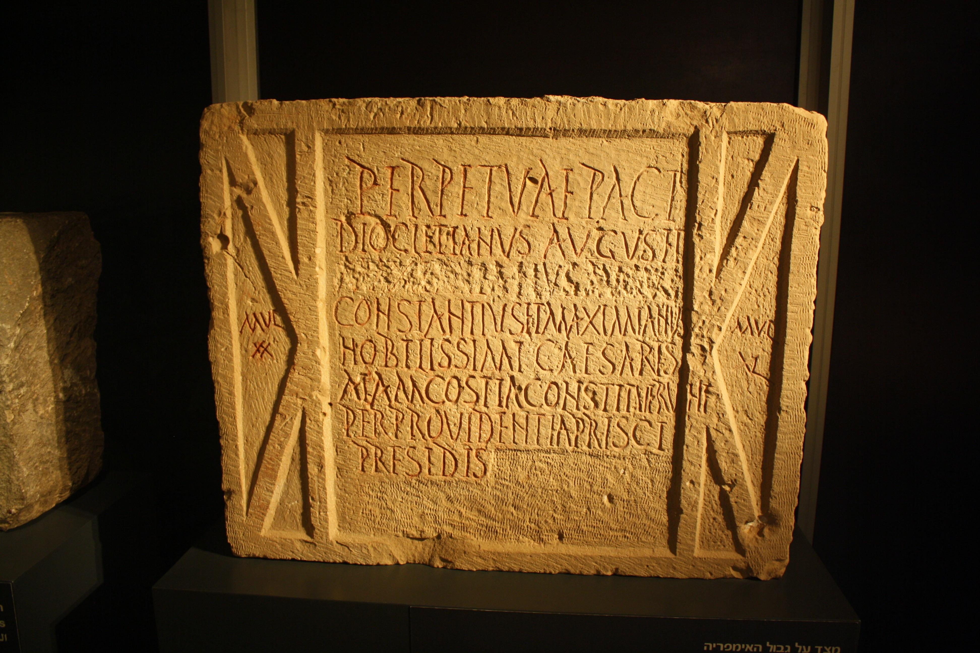 Fotos gratis : escritura, madera, antiguo, pared, firmar, griego ...